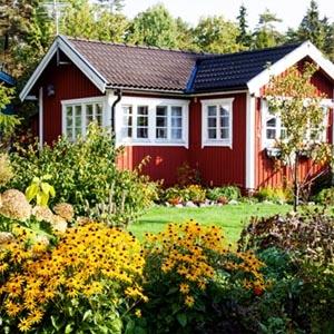Mellanstor röd villa där installation av bergvärmepumpar är möjlig.